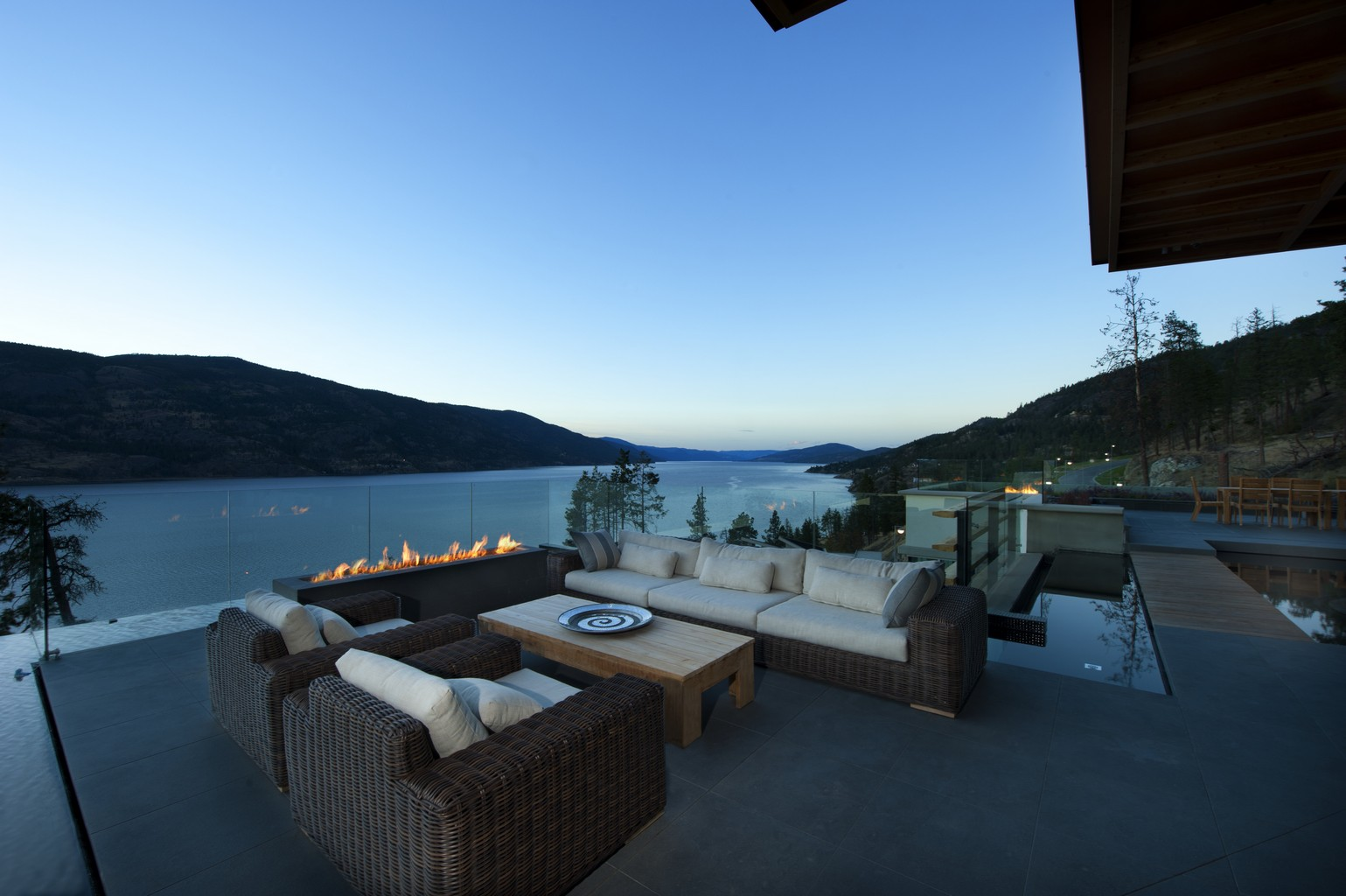 luxury-home_kelowna-lake-view