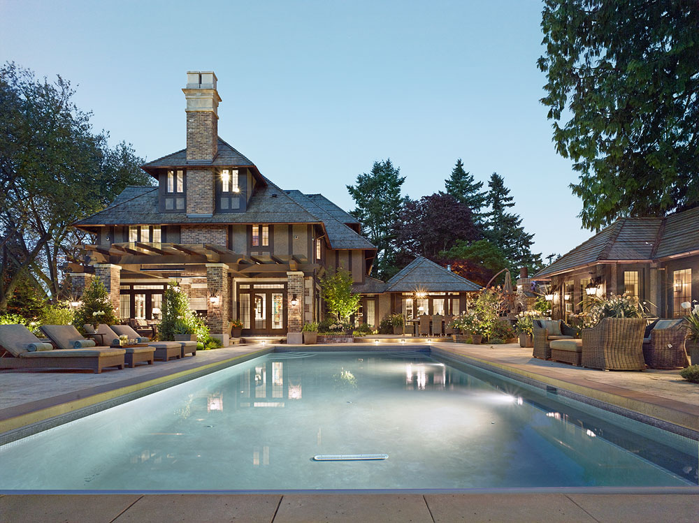 6-luxury-home_Exterior_SwimPool6